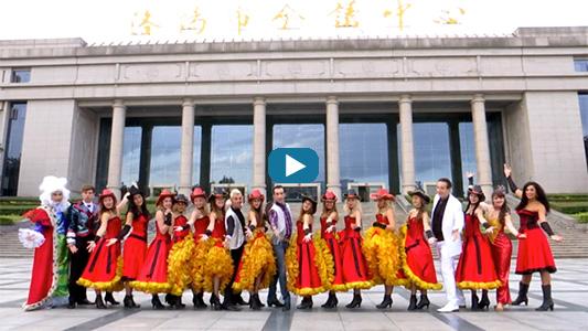 Pathy Bad et ses danseuses en Chine.