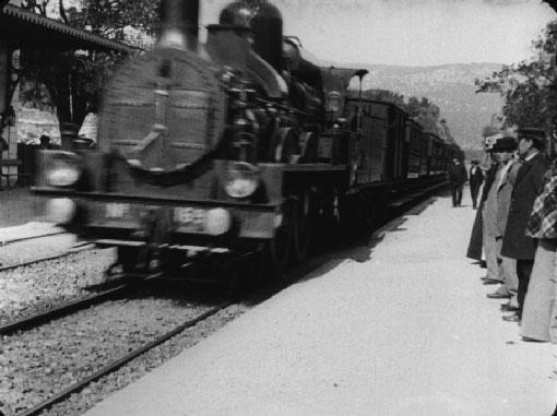 L'arrivée d'un train en gare de La Ciotat : film des Frères Lumière.