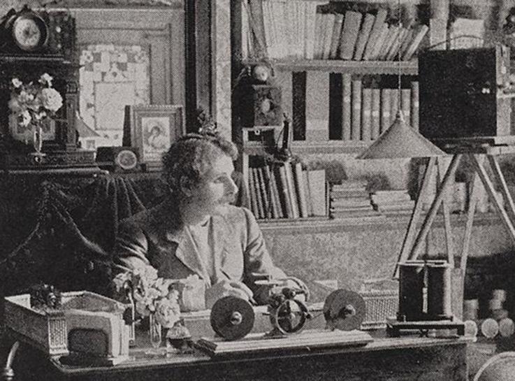 Gravure du portrait de George Albert Smith dans son bureau.
