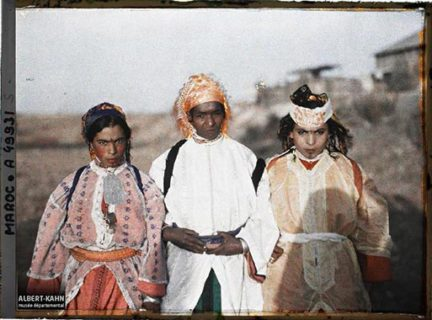 Autochrome couleur de trois personnages marocains