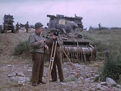 George Stevens en tournage après le débarquement de 1945.