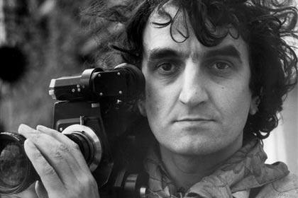 Jean-Pierre Beauviala avec la caméra de sa conception.