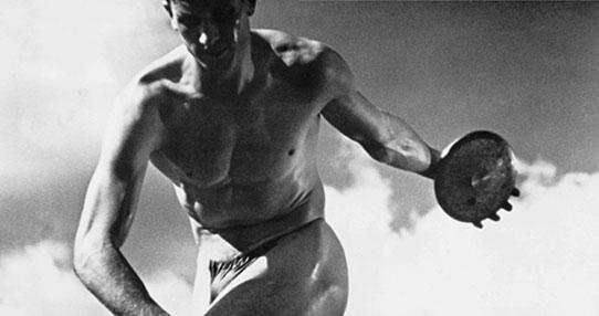 """image d'un discobole en noir et blanc Image extraite de """"Olympia""""."""