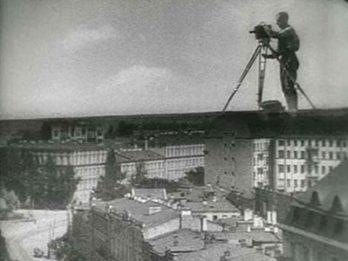 """Image extraite de """"L'Homme à la caméra""""."""